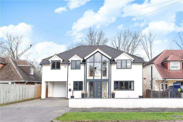 4 Bedrooms Detached House for sale in Eric Avenue, Emmer Green, Reading