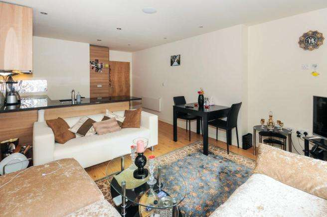 2 Bedrooms Flat for sale in Croft House, Colindale, NW9
