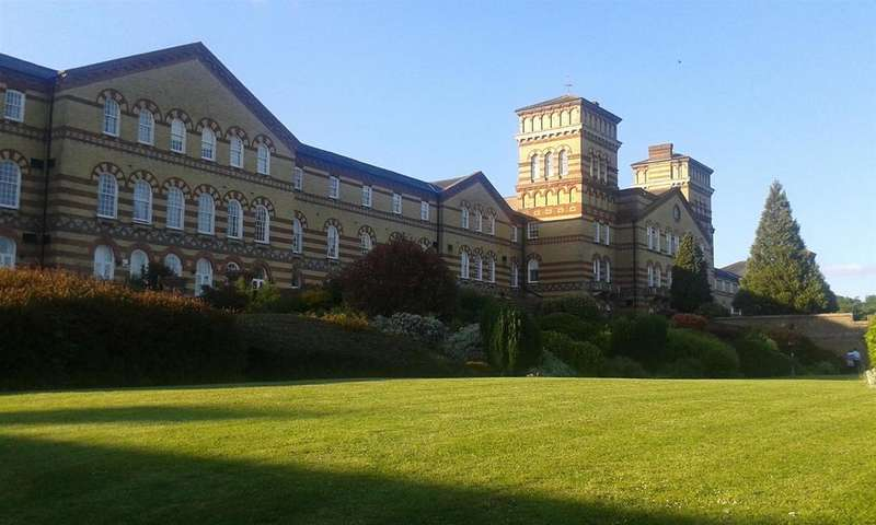 2 Bedrooms Flat for sale in Southdowns Park, Haywards Heath