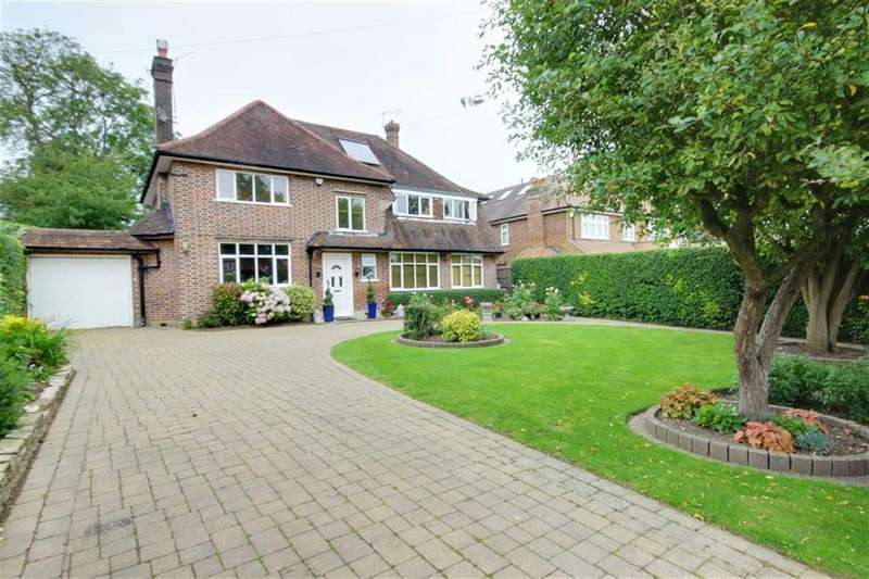 5 Bedrooms Detached House for sale in Mymms Drive, Brookmans Park, Hertfordshire