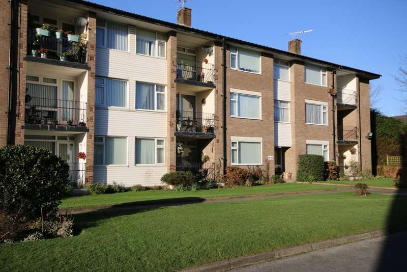 2 Bedrooms Ground Flat for sale in Victoria Court, Birkdale, Southport
