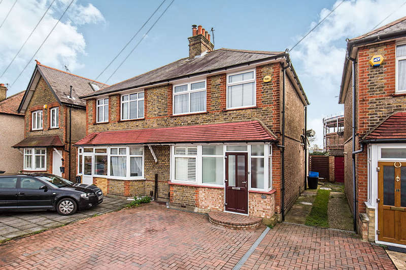 3 Bedrooms Semi Detached House for sale in Fullers Way North, Surbiton, KT6