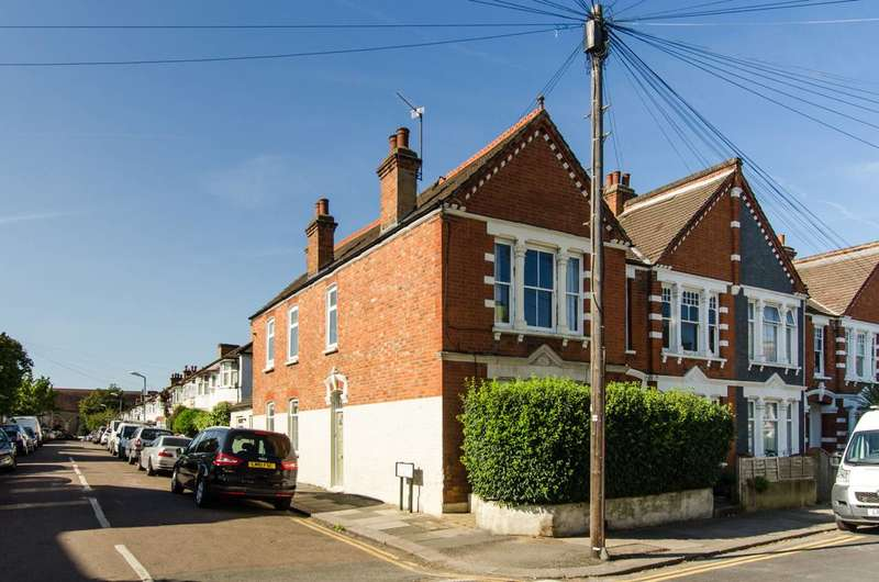 2 Bedrooms Maisonette Flat for rent in Ashbourne Road, Mitcham, CR4