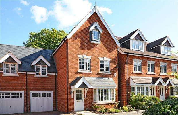 5 Bedrooms Semi Detached House for sale in Brackendale Close, Englefield Green, Egham