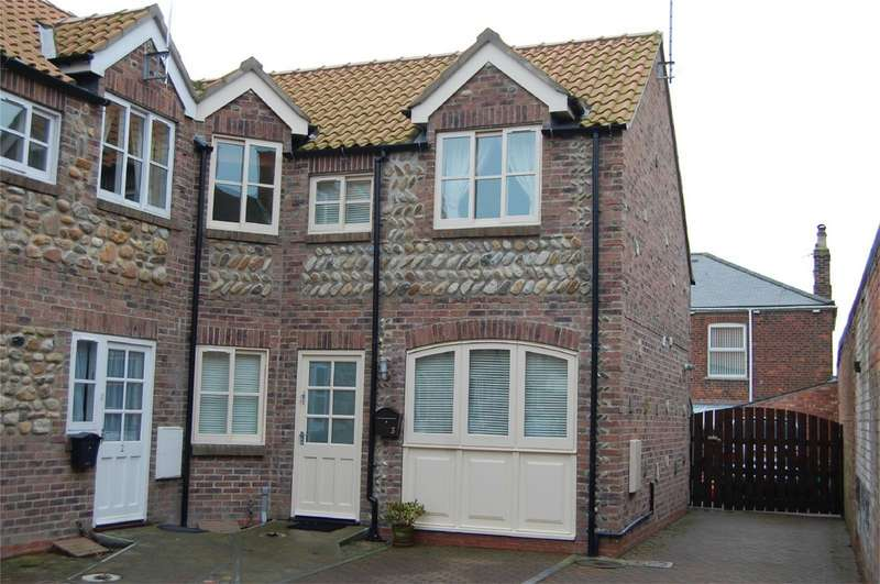 2 Bedrooms Cottage House for sale in Lyon Court, HORNSEA, East Riding of Yorkshire