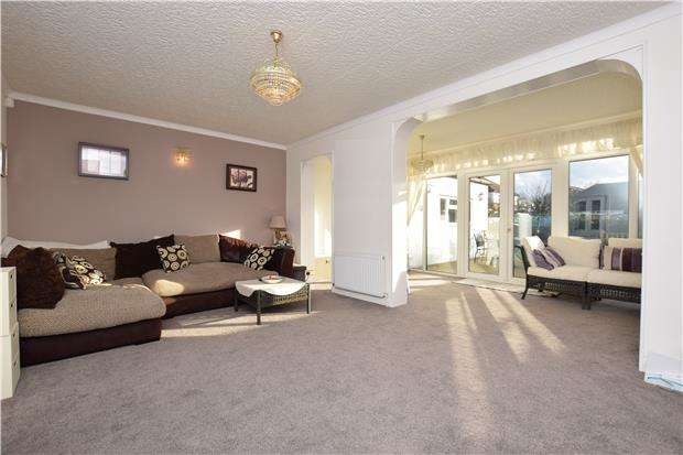 4 Bedrooms Semi Detached Bungalow for sale in Benfleet Close, SUTTON, Surrey, SM1 3SD