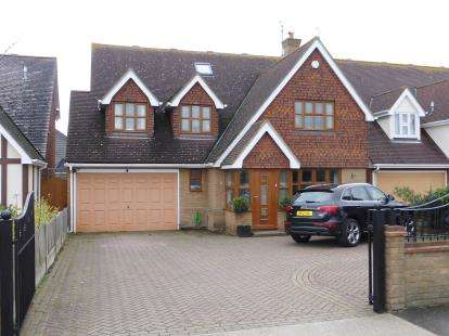 6 Bedrooms Detached House for sale in Canvey Island, Essex, .