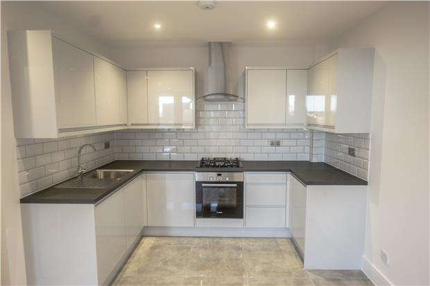 2 Bedrooms Flat for sale in 26 Beulah Court 15-19, Albert Road, Horley, Surrey, RH6 7GX