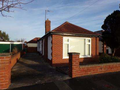 3 Bedrooms Bungalow for sale in Victoria Road, Prestatyn, Denbighshire, LL19