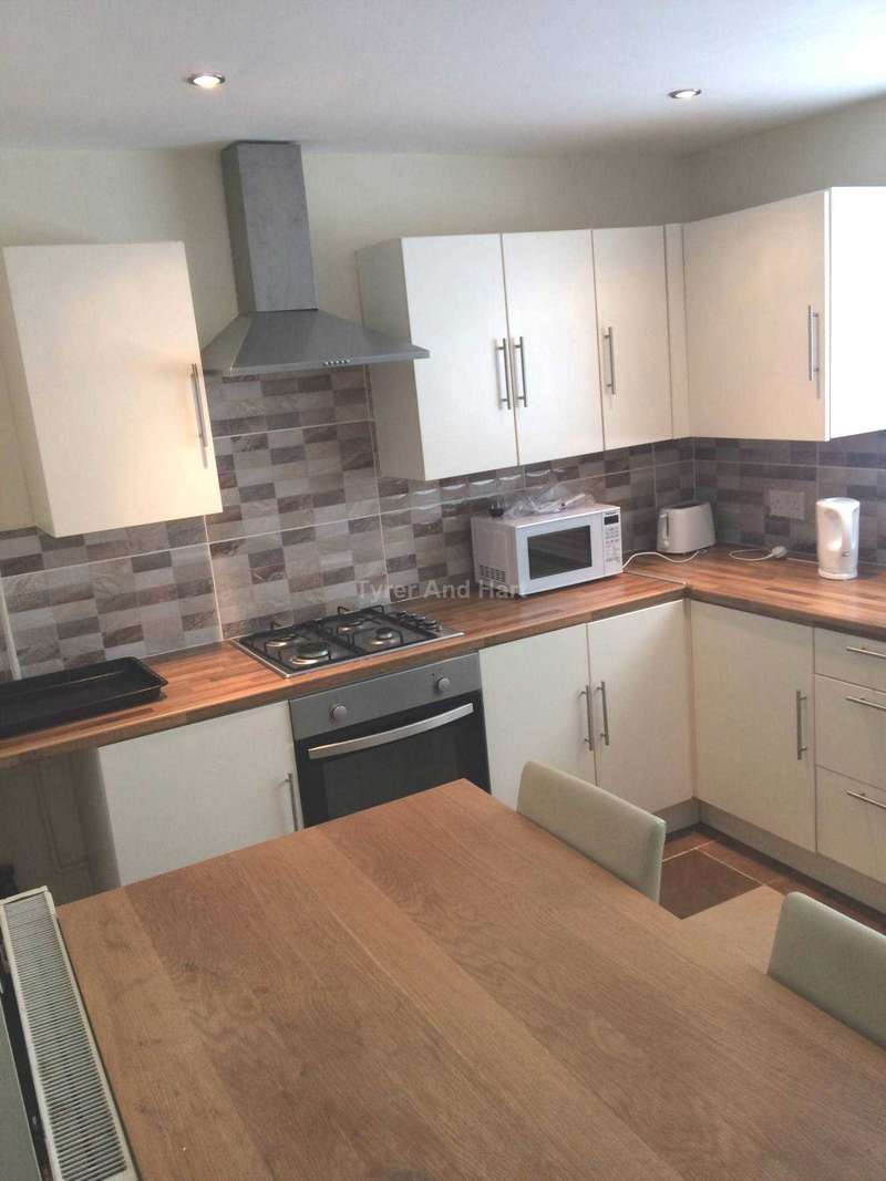 4 Bedrooms House Share for rent in Leopold Road, Liverpool
