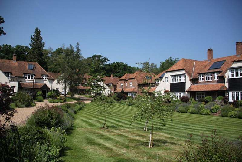 2 Bedrooms Apartment Flat for sale in Frenchlands Gate, East Horsley