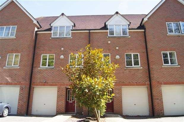4 Bedrooms Town House for sale in Pecche Place, Chineham, Basingstoke, RG24