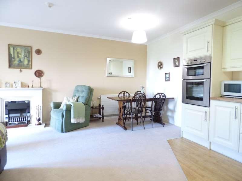2 Bedrooms Flat for sale in Oakbridge Drive, Chorley, Lancashire, PR7