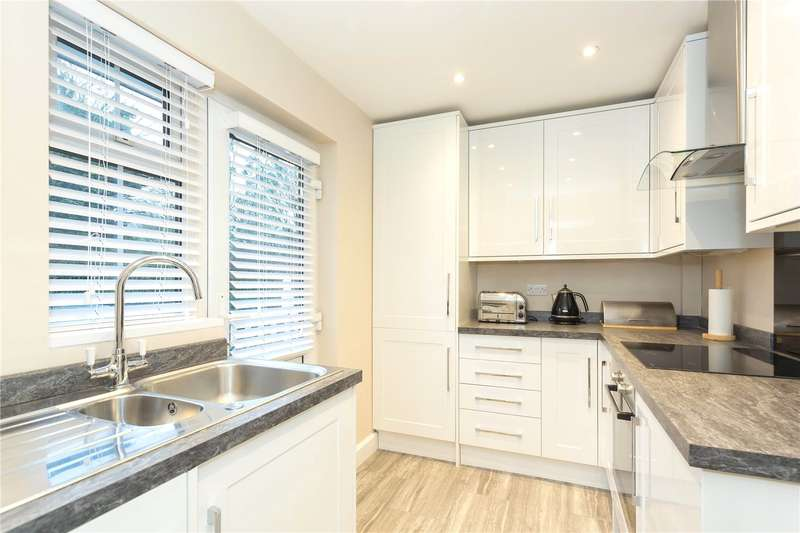 2 Bedrooms Flat for sale in Little Common, Stanmore, HA7