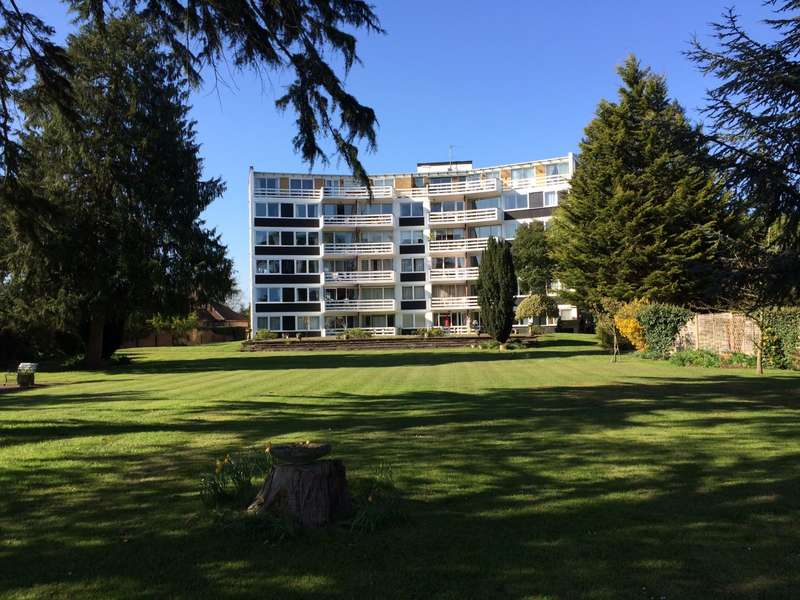 3 Bedrooms Flat for sale in Penton Hall, Penton Hall Drive, Staines-Upon-Thames, TW18