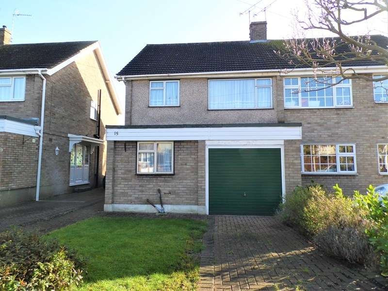 3 Bedrooms Semi Detached House for sale in Hawthorn Way, Rayleigh