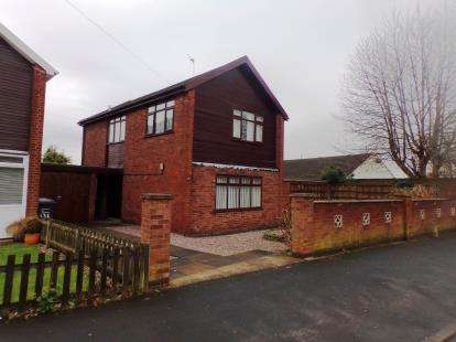 3 Bedrooms Detached House for sale in St Georges Road, Atherstone, Warwickshire