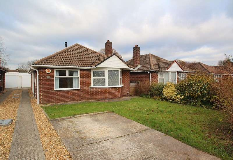3 Bedrooms Detached Bungalow for sale in Oak Road, Fareham