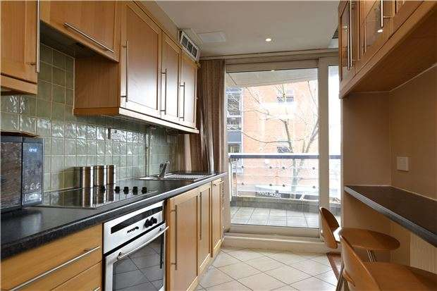 2 Bedrooms Flat for sale in Astoria Court, 116 High Street, PURLEY, Surrey, CR8 2XT