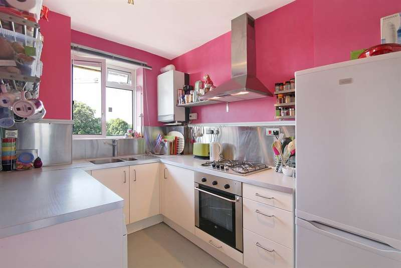 3 Bedrooms Flat for sale in Keswick House, Camberwell, London, SE5 9NL