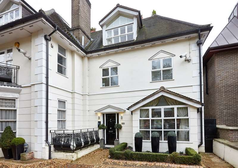 3 Bedrooms House for sale in West Heath Road, London, London, NW3