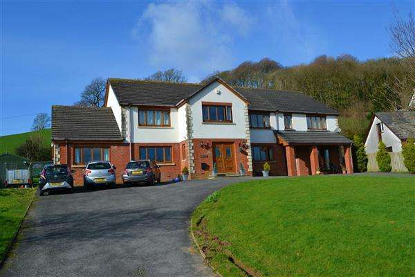 6 Bedrooms Detached House for sale in Fern Hill, Johnstown, Carmarthen