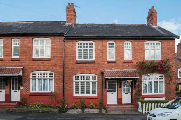 3 Bedrooms Terraced House for sale in Weldon Road, Altrincham