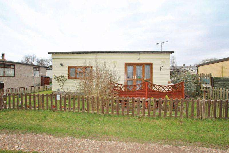 2 Bedrooms Chalet House for sale in 11TH AVENUE, HUMBERSTON FITTIES