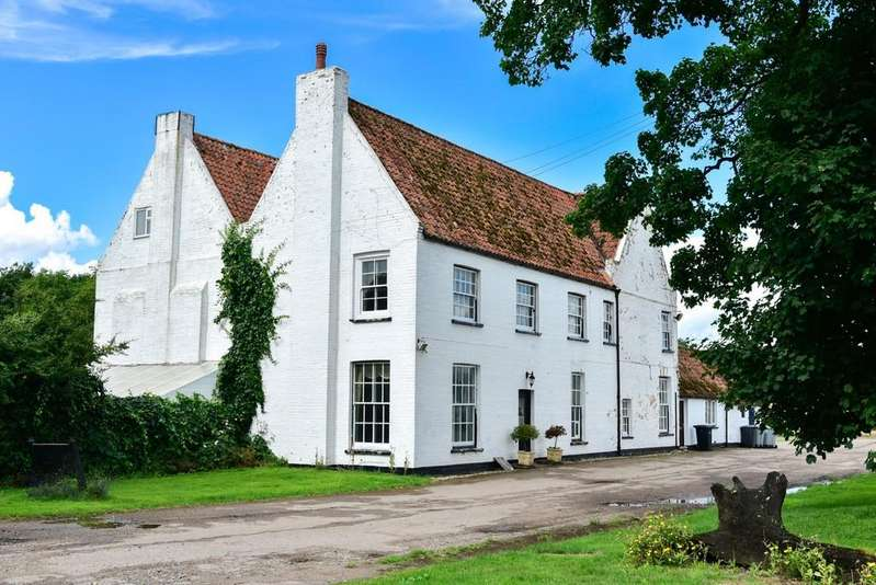 7 Bedrooms Detached House for sale in Black Dyke Farmhouse