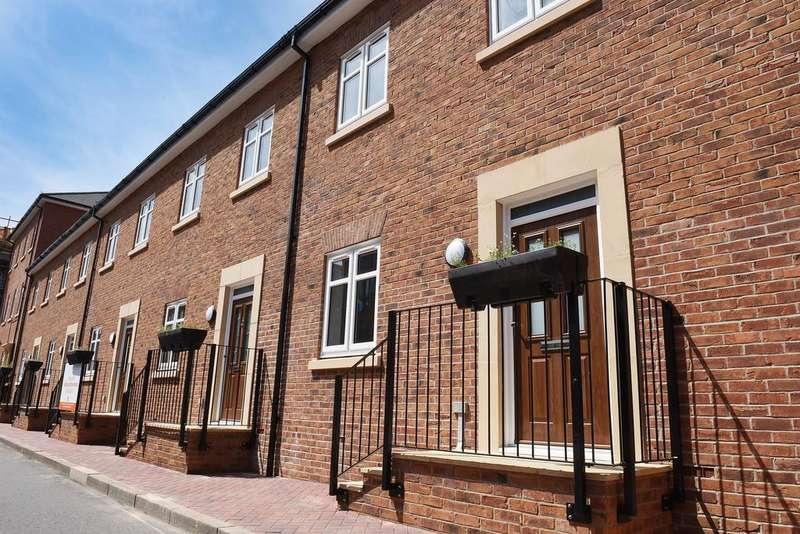 3 Bedrooms Town House for sale in 64-70 Abbotsbury Court, Garden Square East