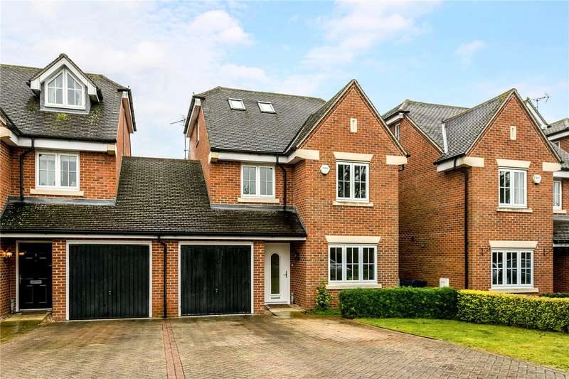 4 Bedrooms Detached House for sale in Gardener Walk, Holmer Green, High Wycombe, Buckinghamshire, HP15