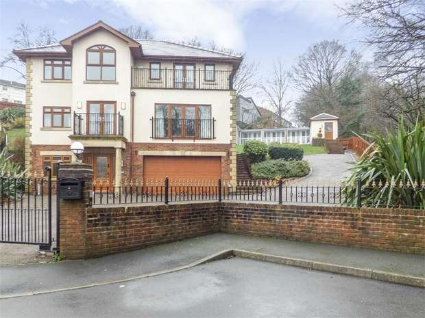 5 Bedrooms Detached House for sale in Brecon Walk, Treharris, Mid Glamorgan