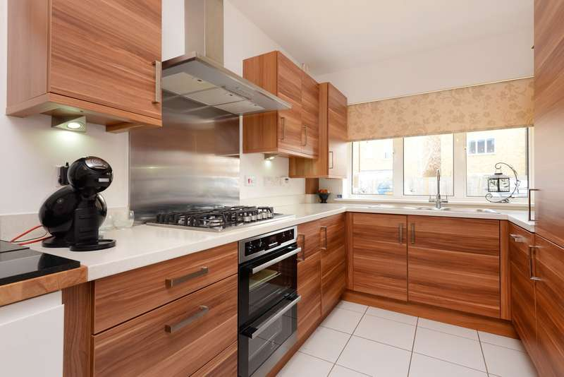 3 Bedrooms Semi Detached House for sale in Invicta Close, Canterbury, CT1