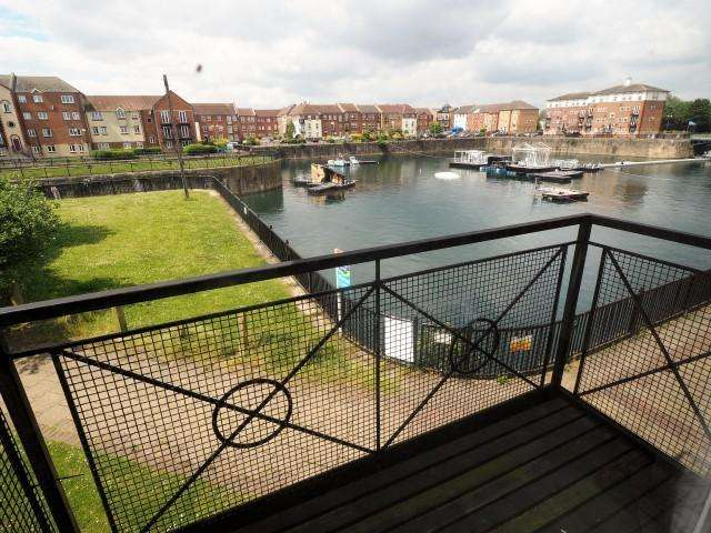 3 Bedrooms Apartment Flat for sale in Lock Keepers Court, Victoria Dock, Hull, HU9 1QH
