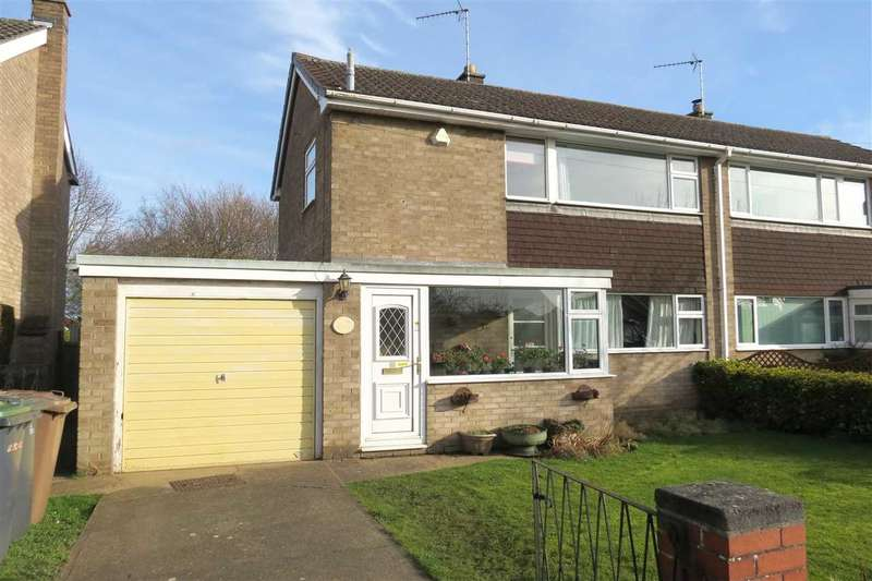 3 Bedrooms Semi Detached House for sale in Russell Crescent, Sleaford