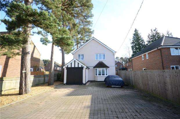 3 Bedrooms Detached House for sale in College Road, College Town, Sandhurst