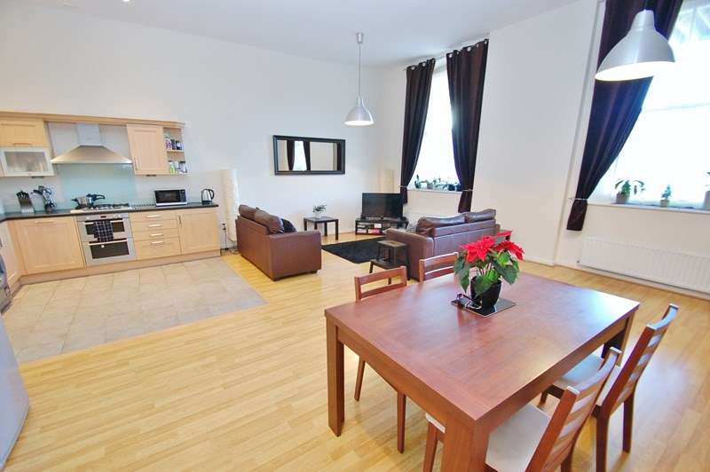 3 Bedrooms Apartment Flat for sale in St. Georges Walk, Gosport