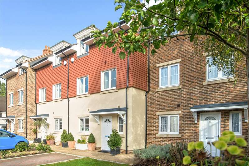 3 Bedrooms Terraced House for sale in Hunters Place, Hindhead, Surrey, GU26