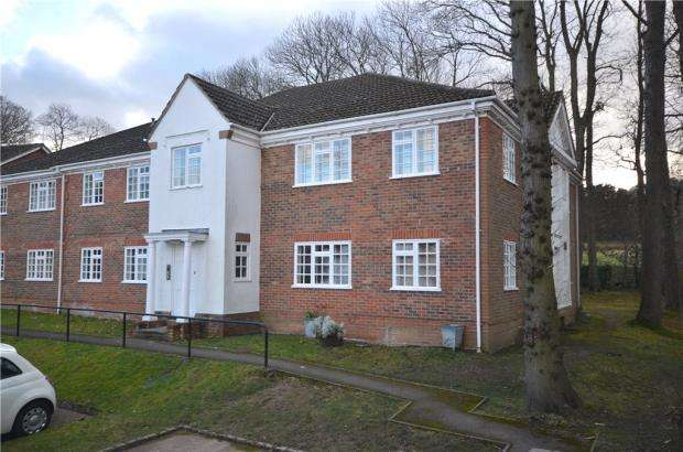 1 Bedroom Apartment Flat for sale in Hawkesworth Drive, Bagshot, Surrey