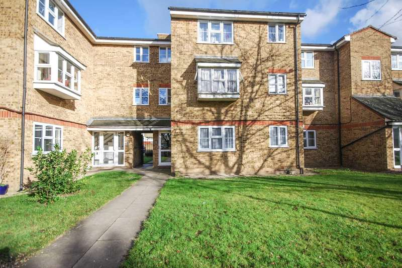 Flat for sale in Mill Court, Leyton