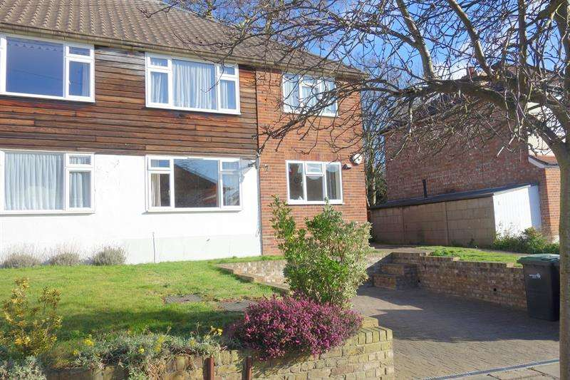 2 Bedrooms Flat for sale in Goat Lane, Enfield