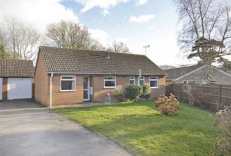 3 Bedrooms Detached Bungalow for sale in Merryfield Close, Bransgore, Christchurch