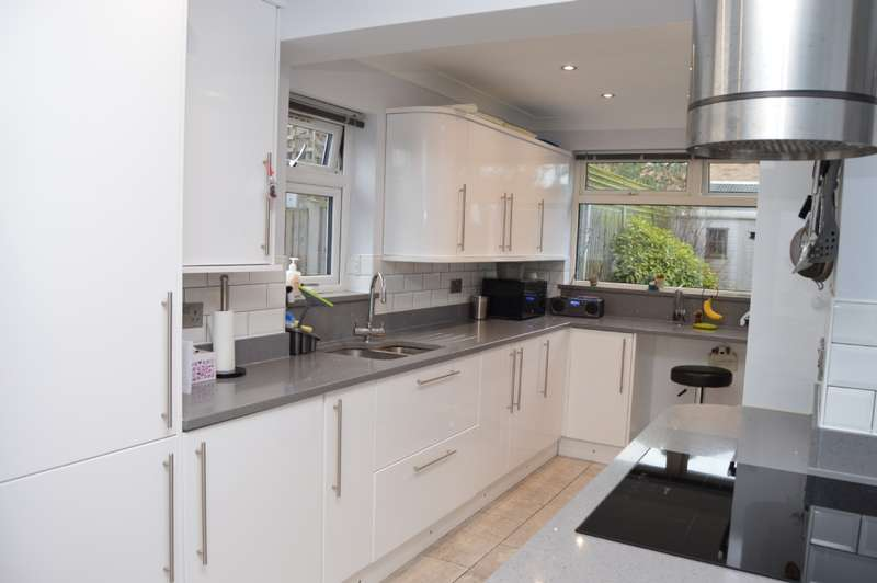 3 Bedrooms End Of Terrace House for sale in Firham Park Avenue, Harold Wood