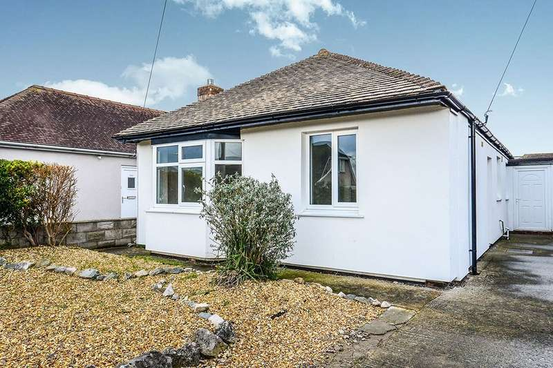 3 Bedrooms Detached Bungalow for sale in Gillian Drive, Rhyl, LL18