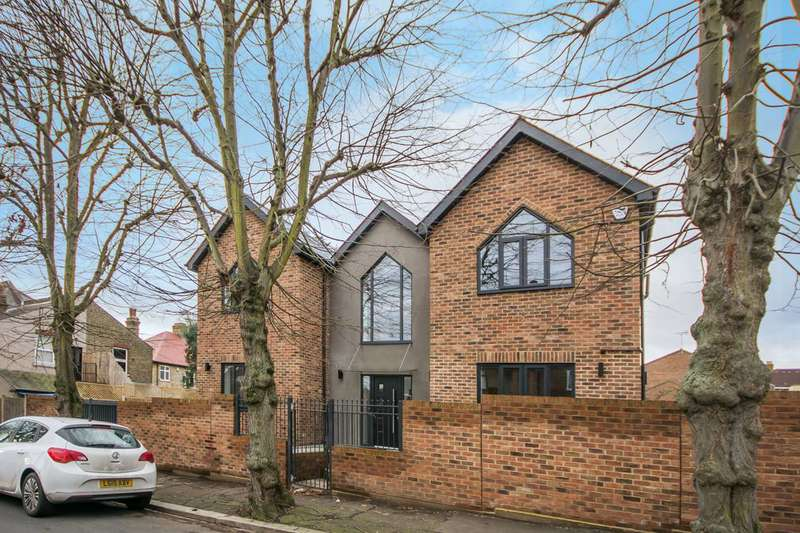 4 Bedrooms Detached House for sale in The Gables, Falmouth Avenue, Highams Park, E4