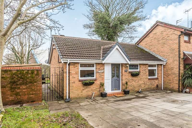 2 Bedrooms Semi Detached Bungalow for sale in Crestfold, MANCHESTER, M38
