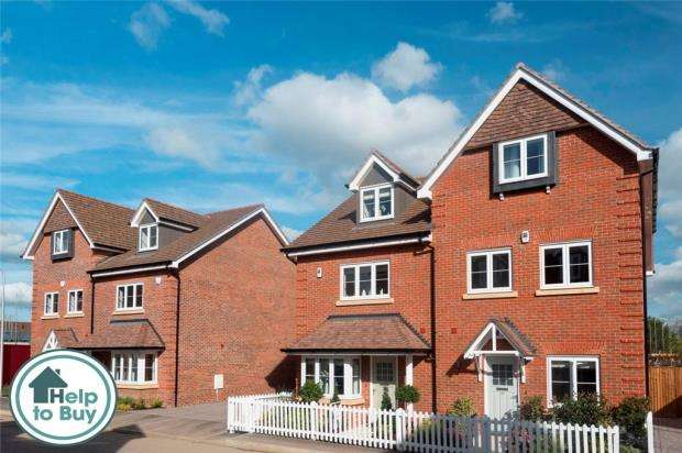 3 Bedrooms Semi Detached House for sale in Mohawk Way, Woodley, Berkshire