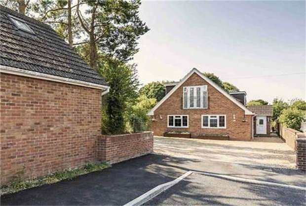 4 Bedrooms Detached House for sale in St James Close, Clanfield, Waterlooville, Hampshire