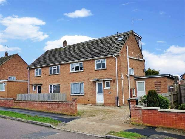 4 Bedrooms Semi Detached House for sale in The Pasture, Daventry, Northamptonshire