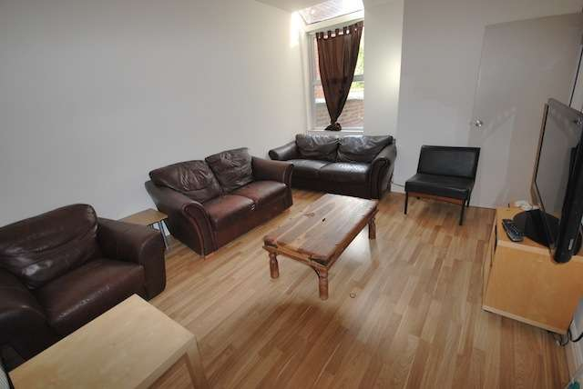 7 Bedrooms Terraced House for rent in Fortuna Grove, Fallowfield, Manchester, M19 2BP